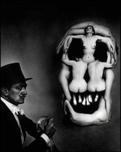 سيلفدور دالي وعمله الفني جمجمة من سبع نساء عاريات